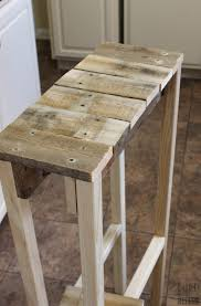 Build A End Table by Remodelaholic Build A Pallet Table For Under 10