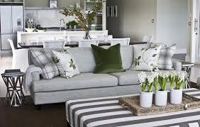 Springhomedecorideaswhitehyacinthspotsbaskettraylivingroom - Basket home decor
