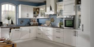 küche landhausstil modern traumküche landhaus suche kuchyna küchen