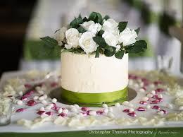 brisbane wedding photographer white wedding cake with green theme