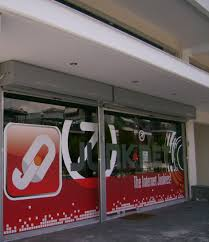 echnofot signs and digital prints manufacturing company window window glass coverage with digital print in vinyl sticker for junknet store in kalamaria thessaloniki