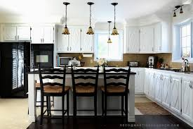 peindre des armoires de cuisine en bois peinturer des armoires pour transformer une cuisine colobar peindre