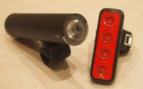 bright eyes bike light review staff review knog pwr rider 450l and blinder mob v 4 eyes wiggle