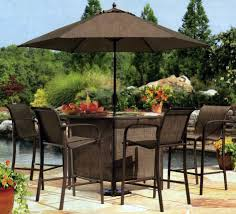 Patio Table Parasol by Square Offset Patio Umbrella Over Patio Table And Chairs Set And