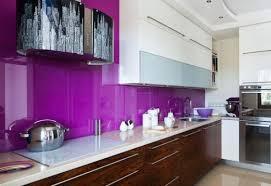 küche lila 24 gestaltungsideen für küche glasrückwand und glasarten