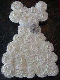 wedding shower cakes best 25 bridal shower cupcakes ideas on bridal shower