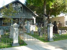 halloween gate decorations laurie strode u0027s house from u201challoween u201d iamnotastalker