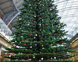 st pancras station u2013 33 foot tall christmas tree made from lego