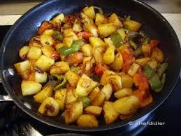 cuisiner le poivron recette de pommes de terre avec tomate poivron et épices le