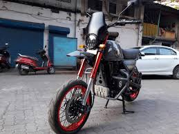 dilip chhabria modified jeep a royal enfield himalayan with attitude motorscribes