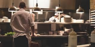 cuisine a domicile reglementation repas à domicile uber met les bouchées doubles