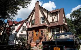 Trump Home Donald Trump U0027s Childhood Home In Queens U0027set To Sell For 10 Times