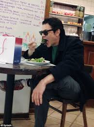 star johnny knoxville has lonely lunch after christmas