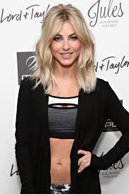 what kind of hairstyle does julienne huff have in safe haven julianne hough flashes her washboard abs while promoting her new