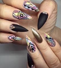 figuras geometricas uñas manicure con estilo geométrico makeup