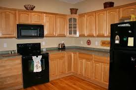 peindre armoire de cuisine en chene couleur peinture pour cuisine avec armoires en chêne