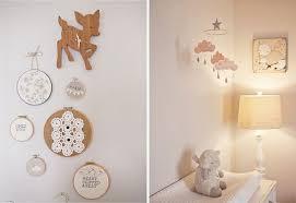 une chambre bébé joliment vintage chambres bébé horloge en bois