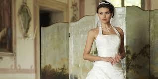 robe de mari e tours les bijoux les plus adaptés à une robe de mariée à encolure américaine