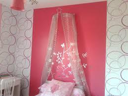 tapisserie chambre bébé fille idee chambre bebe papier peint inspirations avec papier peint