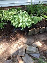 Flower Bed Border Ideas Pallet Wood Cut In Short Pieces Make A Great Flower Bed Border