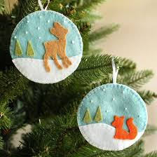 make these felt deer and fox ornaments with free patterns