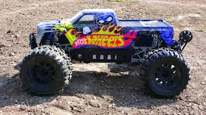 video de monster truck de monster truck 4 4 images about s on pinterest rc adventures