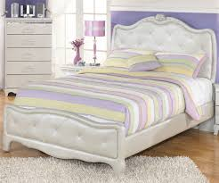 White Tufted Headboard And Footboard Bedroom White Rattan Bed Using Pink And White Comforter And