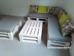 canapé lit palette canapé feuilletée et table de palettes convertible en litmeuble