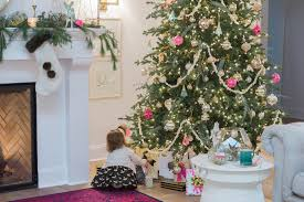 christmas tree decorations to make at home christmas decorating tips home tour the leslie style