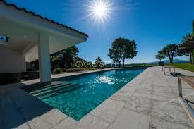 piscine en verre piscines en mosaïque émaux gris carrelage et salle de bain la
