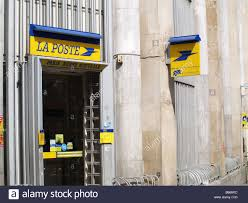 bureau de poste rue du louvre la poste post office stock photo 21035376 alamy