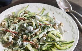 cuisine courgettes salade de courgettes aux noix sauce au yaourt cuisine et recettes