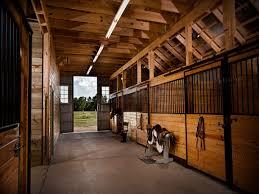 dk funvit com male mobler hvite old cottage interiors awesome horse barn interior horse barns