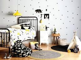 chambre bebe noir chambre bebe noir chambre enfant et blanc accents de jaune