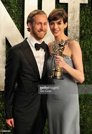 Anne Hathaway Vanity Fair 2013 Vanity Fair Oscar Party Arrivals Photos And Images Getty