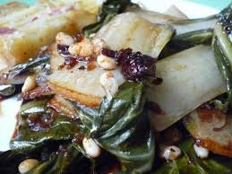 cuisiner des feuilles de blettes feuilles de blette sautées sautierter mangold recette ptitchef