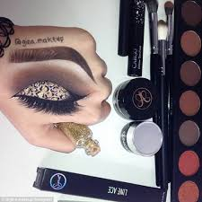 How To Become A Professional Makeup Artist Online Instagram Make Up Artist Gina Makeup Creates Eyeshadow Art On Her