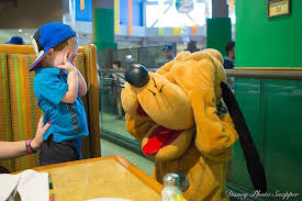 disney character dining eat favorite disney