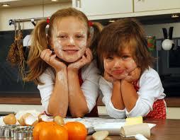cuisiner avec des enfants idées de recettes à faire avec des enfants pratique fr