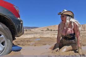muddy jeep girls girls and trucks stuck in mud what u0027s not to like off road xtreme