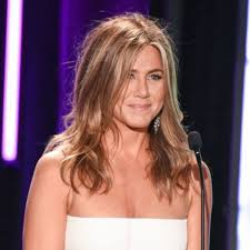 Wigs By Vanity This Is What Jennifer Aniston Looks Like With A Mom Haircut Glamour