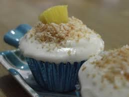 lauralovescakes calendar cakes september round up cupcakes