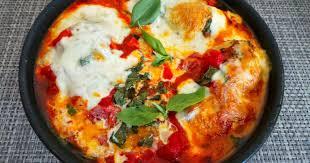 cuisiner des filets de poulet filets de poulet garni à la mozzarella basilic et tomates au four