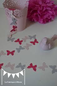 d馗oration papillon chambre fille guirlande papillons cousus papier gris poudré