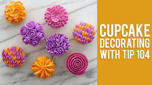 cupcake flowers how to decorate buttercream flower cupcakes