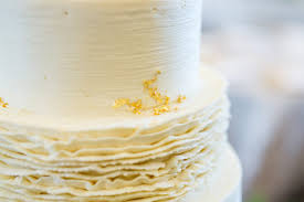 ruffled wedding cake frosting shauna veasey photography the