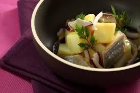 comment cuisiner le hareng recette de salade de pommes de terre aux harengs facile et rapide