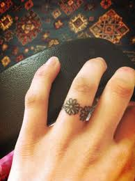 cute daisy small tattoo ideas for ring finger for girls zestymag