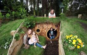 real hobbit house father builds hobbit house in back garden of his house iwebstreet