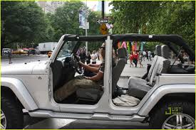 doorless jeep wrangler cars tv z and beyonce rock the doorless jeep